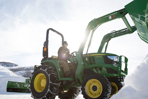 JohnDeere-model3032E-2019.jpg